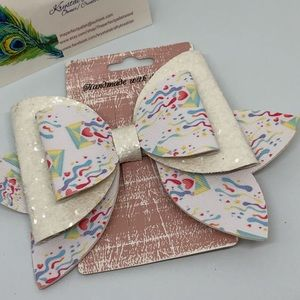 Love notes bow